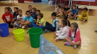 Aguilar enseña a reciclar a los más pequeños