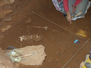 Nueva campaña de excavaciones arqueológicas en la Cueva de Guantes de Villanueva de Arriba