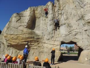 200 escolares participan en la actividad 'Aventura en la Roca'