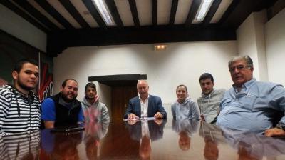 El alcalde de Reinosa y las peñas carroceras acuerdan una mayor y más estrecha colaboración futura