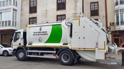 La Mancomunidad Aguilar-Valdivia estrena nuevo camión para la recogida de residuos